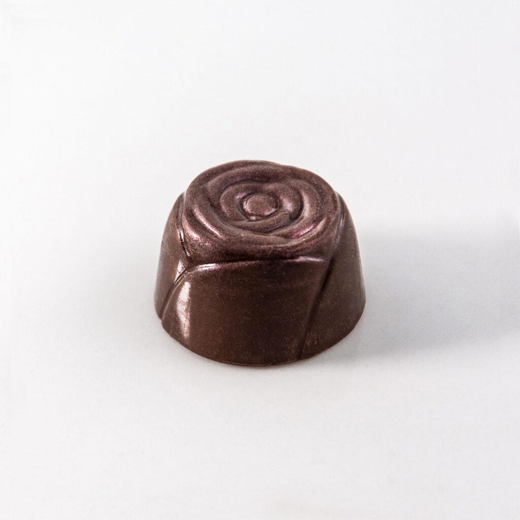 Bombón relleno de Caramelo de Frambuesas y Rosas