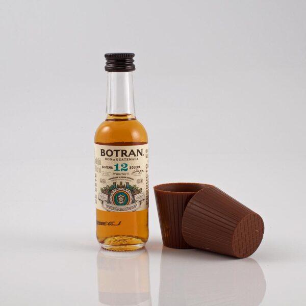 Mini botella de ron Botrán 12 años con 2 vasitos de chocolate